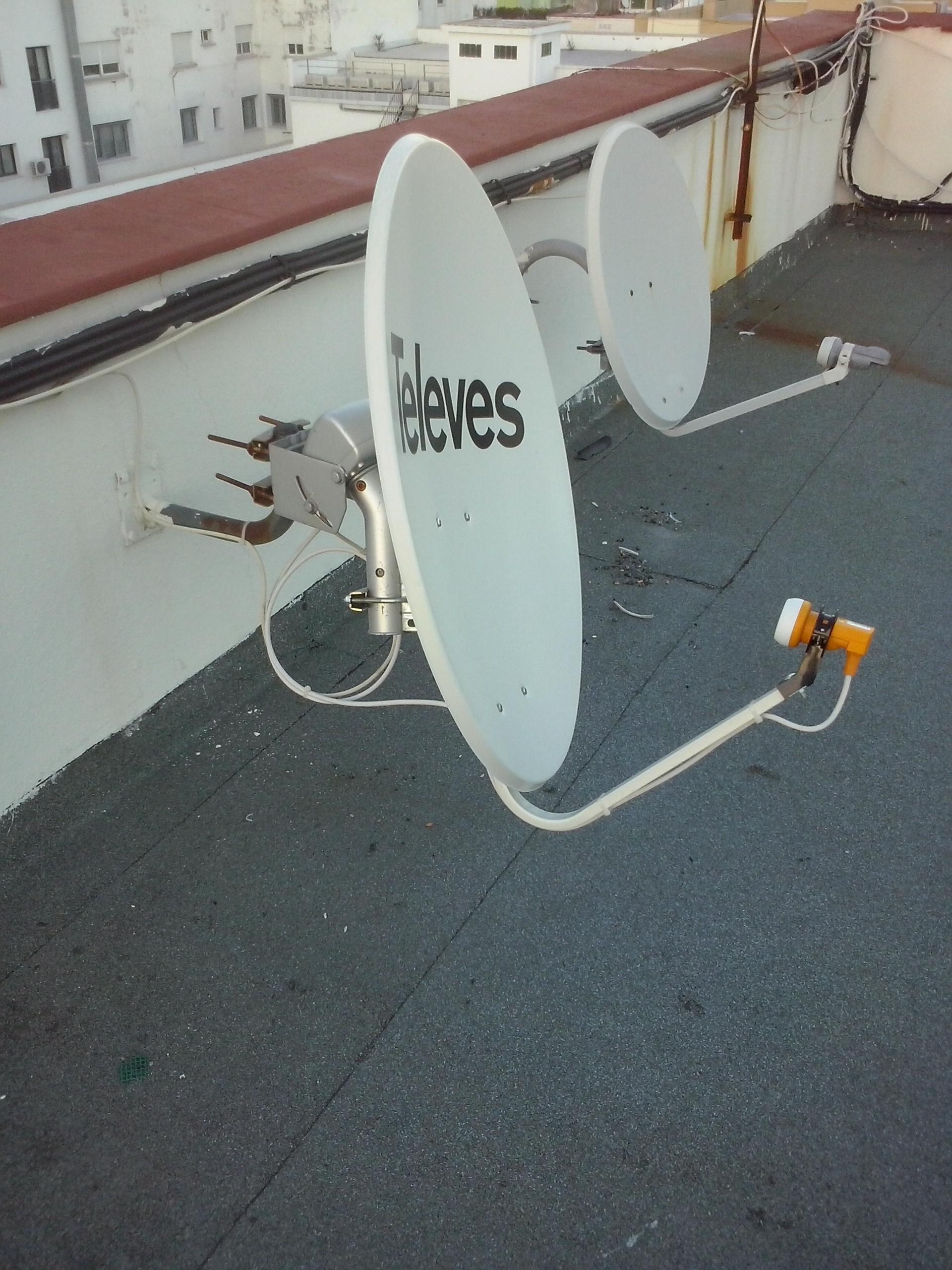 Instalaci n de antenas en algeciras antenas tdt y sat lite - Antena satelite interior ...